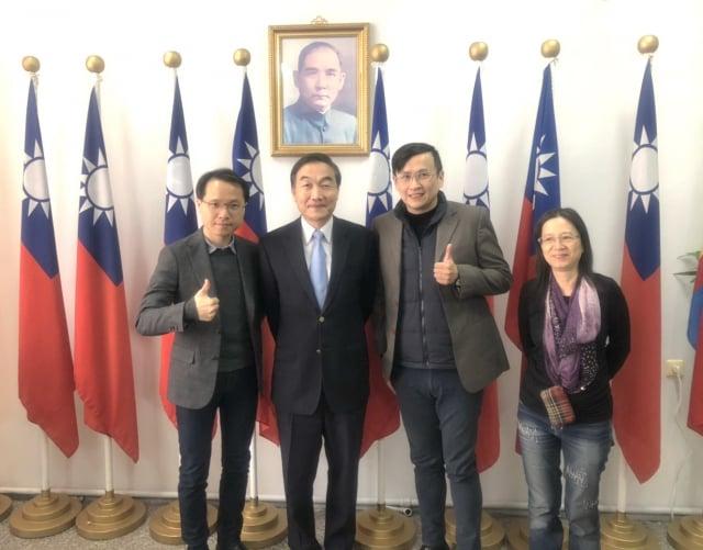 桃園家扶中心主任張伏杉到蒙古家扶拜訪駐蒙代表。