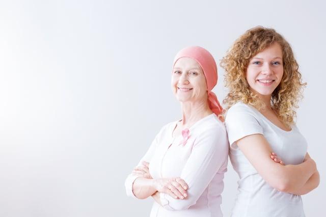 呼籲癌症患者,只要做好個人防護措施、減少觸摸醫院物品,並攝取充 足營養和規律運動,不需要害怕到醫院就診。(Shutterstock)