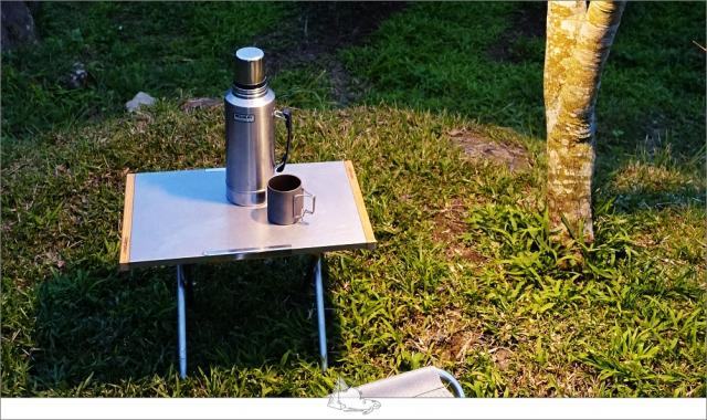 小型的折疊桌。(睡外面露營社提供)