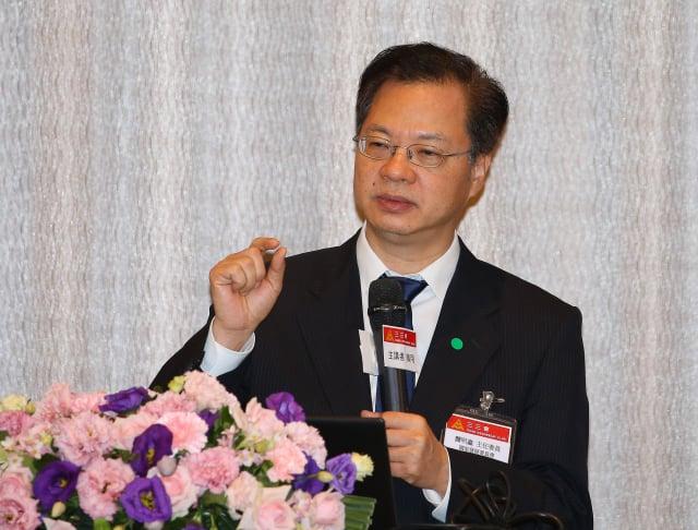 國發會主委龔明鑫17日出席三三會例行會演講。(中央社)
