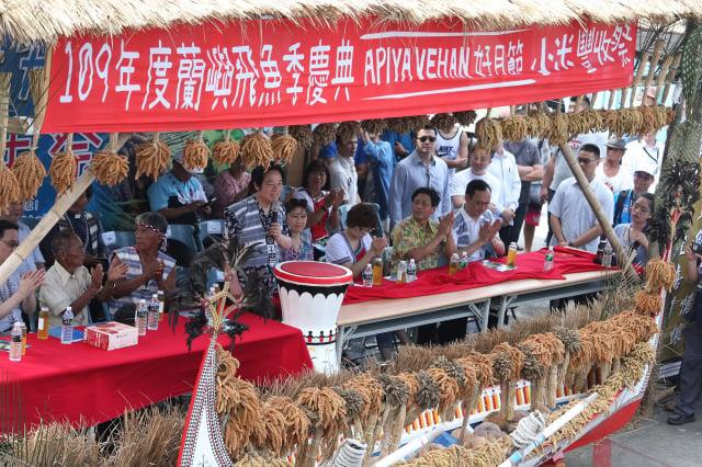副總統賴清德(前排左4)22日出席蘭嶼鄉紅頭部落聯合小米豐年祭。 (總統府提供)