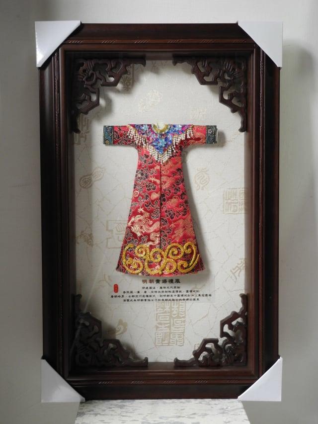 王文花製作的袖珍版漢服,也十分討喜。(柯坤佑提供)