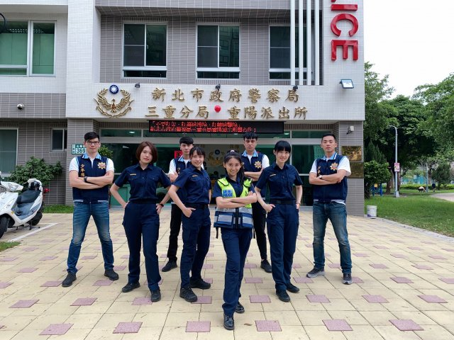 國民女友祈錦鈅受新北市政府警察局的邀請化身女警拍攝宣導反毒影片。(固力狗娛樂提供)