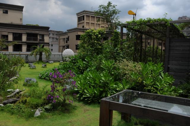 屋頂綠化庭園提供平日休閒之良好場域。(特生中心提供,攝影:沈秀雀)