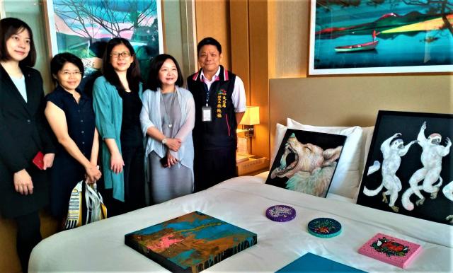 首場飯店型藝博會,位臺中七期的展場,今年破紀錄湧入61家藝廊、500位藝術家參展。