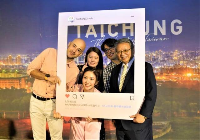 市府觀旅局再推出一支影片「Taichung. The Heart of Taiwan」及專書「台中29區絕景」,3日在林酒店發佈。