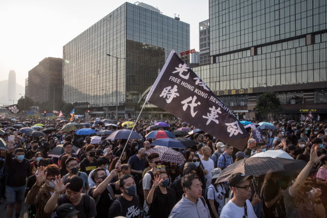 圖為上街抗議的香港民眾。 (Chris McGrath/Getty Images)