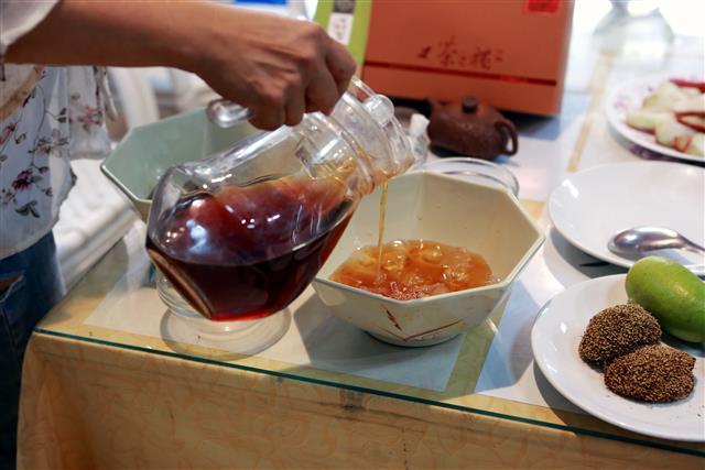 綠野仙蹤DIY有機紅茶愛玉凍。(攝影/曾漢東)
