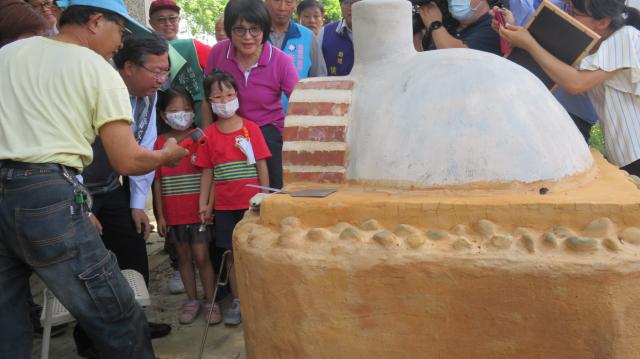 「八德幼兒園小桃子工坊啟用活動」規劃了窯烤區、木工區及科學區,活潑的教學方式下,帶領更多孩子快樂學習。