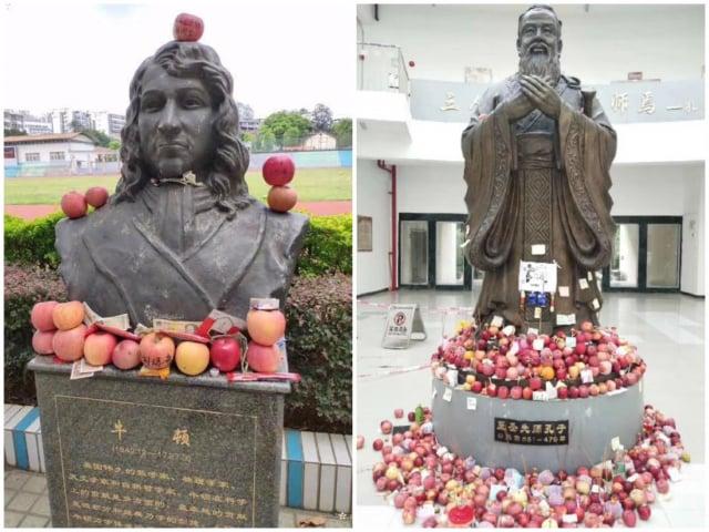 高考前夕,中國國內大學的牛頓、孔子雕像前擺滿水果供品。(微博圖片)