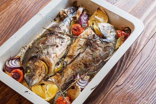 如果你想做的醬汁味道比較濃烈,記得要選味道比較溫和的魚來煮,以免搭配起來味道變得不適合。(Shutterstock)