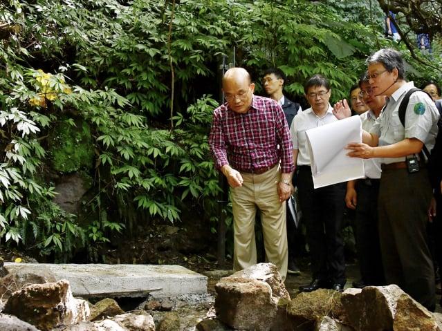 對於前總統馬英九批臺港國安法一樣都侵犯人權,行政院長蘇貞昌(左)說,完全不一樣,這種比喻很不當。(行政院提供)