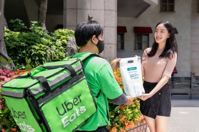 透過 Uber Eats 即可輕鬆選購上千件精選的優質商品,30分鐘快速到手,滿足生活中不同使用需求與情境。