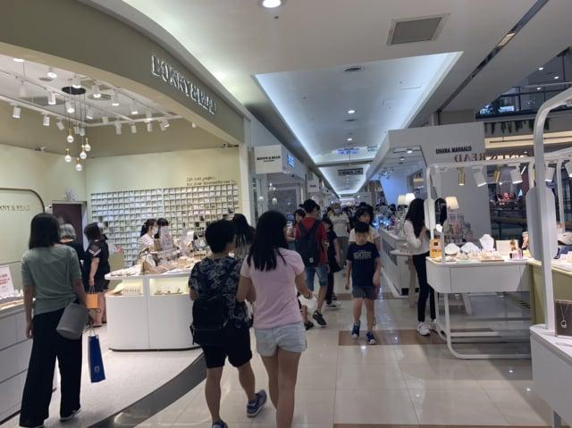 Global Mall新北中和店在振興三倍券領取使用首日即湧現人潮。(Global Mall提供)