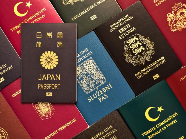 移民署17日表示,為避免國際間人留移動而造成防疫破口,針對在臺合法停留超過180天的外國人,將自動延長30天。(移民署提供)