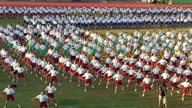 全中運18日開幕,以主題曲「屏東Keep going」所編成的「Young Young 好樣-千人驕仔舞」揭開序幕,由縣內9所國高中計1000多名學生擔綱演出。