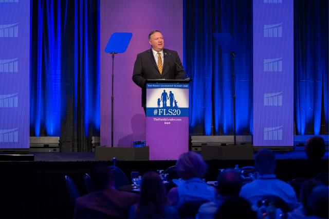 美國國務卿蓬佩奧7月17日在「2020家庭領袖峰會」發表演說,談及信仰自由問題。(蓬佩奧推特)