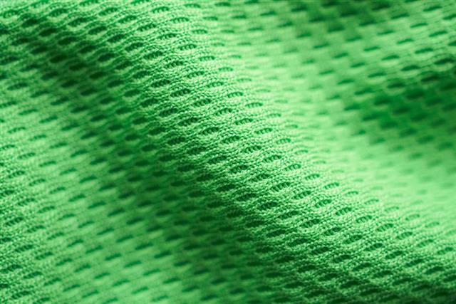 含有石化成分的洗衣粉(精)和柔軟精容易殘留在化纖材質的衣物纖維中,沒有真正洗乾淨的結果,便容易成為細菌孳生的溫床,進而產生異味。(123RF)