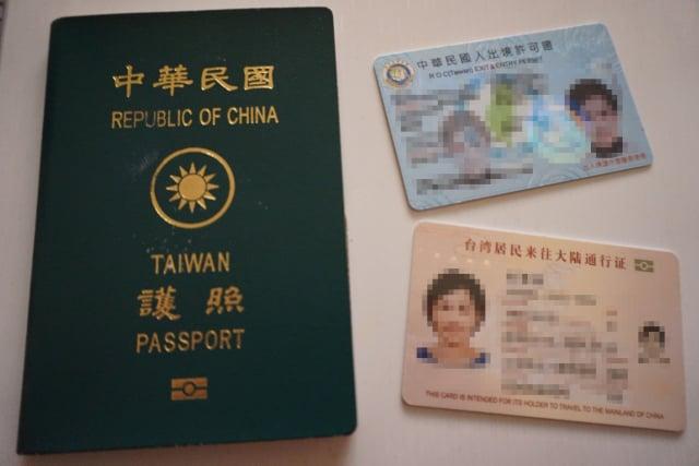 立法院臨時會22日表決通過「護照正名案」,要求行政部門應研擬如何進一步提升中華民國護照的「臺灣」、「TAIWAN」辨識度具體做法。(中央社)