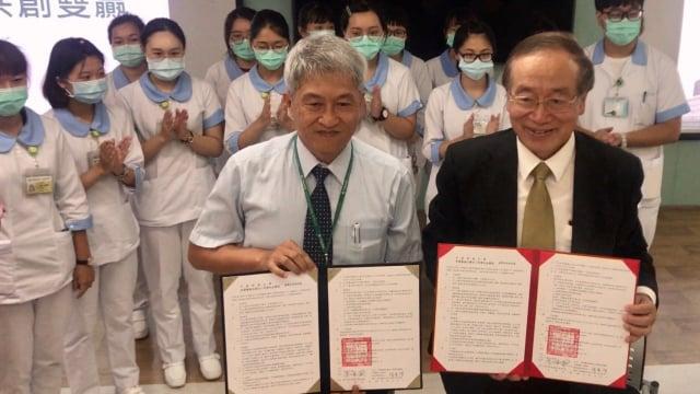 彰化秀傳醫院與中臺科大簽訂合作。(秀傳醫院提供)