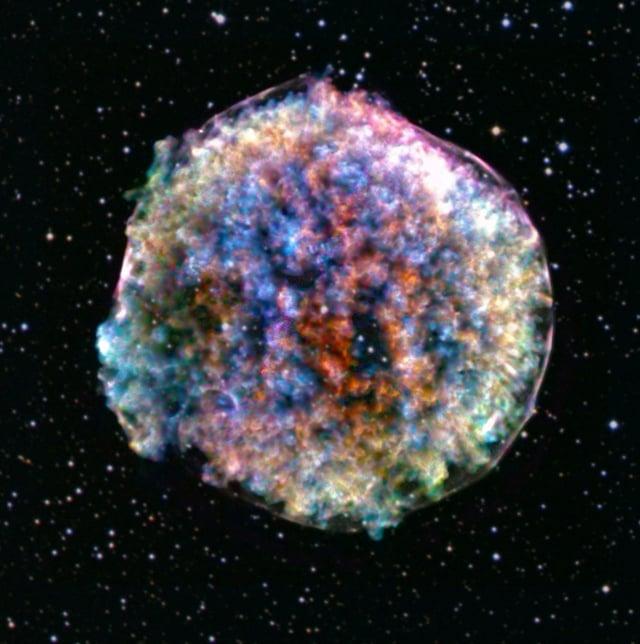 天文學家新發現四個環形結構天體,與所知的任何天體都不一樣,將它們命名為「無線電怪圈」。(NASA/CXC/RIKEN)