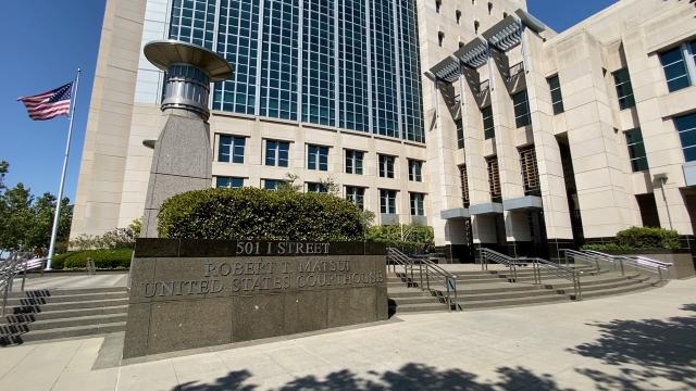 中共女軍官唐娟7月27日出庭聽審後,法官下令繼續關押。圖為加州沙加緬度聯邦地方法院。(大紀元)