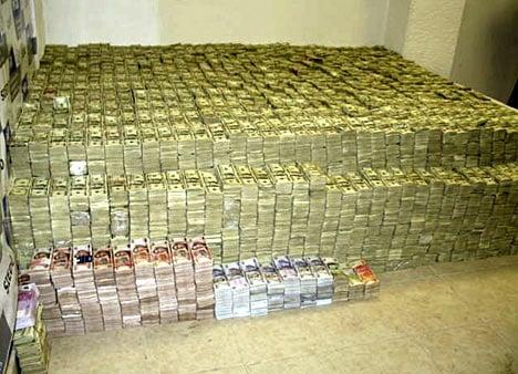 葉真理家中查獲超過2億500萬美元的現金,墨西哥披索、歐元、港幣及價值不明的金幣與珠寶。 (美國司法部)