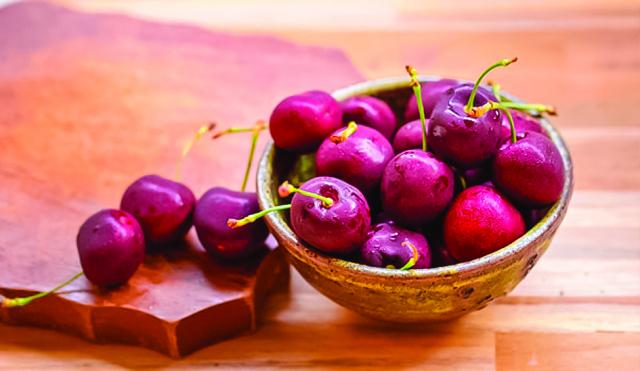 櫻桃生食或煎湯飲用,可治病後體弱、貧血、食慾不振、失眠等症狀。 (Shutterstock)