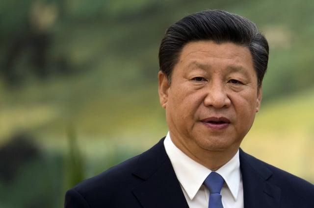 儘管風雨飄搖的中共政權處於崩潰的前夜,但黨媒仍臆想習近平掌權至2035年,比肩毛澤東。(AFP)