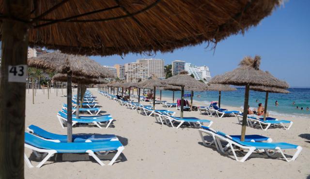 鑑於西班牙的中共病毒疫情再度升高,英國建議民眾停止非必要旅行。7月30日西班牙馬略卡島的旅遊業極為冷清。(Getty Images)