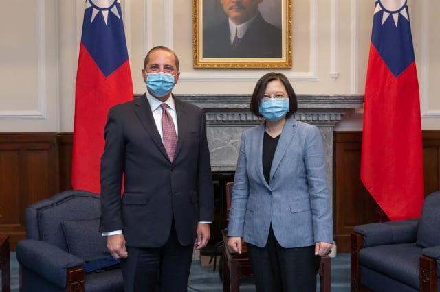 美國衛生部長艾薩(Alex Azar)訪臺,是美國訪臺官員史上最高層級,引發中共強烈不滿。(總統府提供)