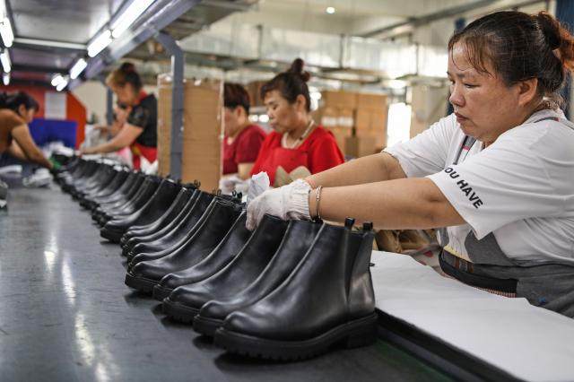 出口導向型企業將部分產能遷出中國的意願較強。( STR/AFP via Getty Images)