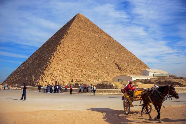 美國特斯拉汽車公司執行長馬斯克聲稱,金字塔是外星人建造的。圖為2017年12月6日,埃及的吉薩大金字塔。(MOHAMED EL-SHAHED/AFP via Getty Images)