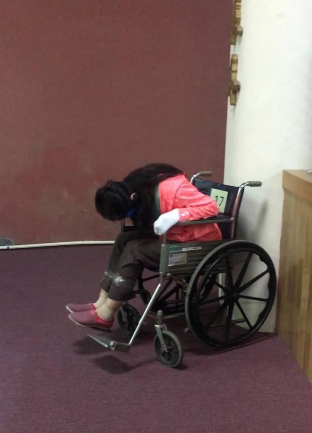 輪椅約束30分後開始不適。