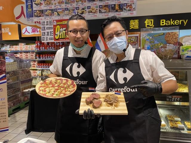 廚師Hank(左)、廚師鍾如龍(右)使用巴拉圭牛肉,做出美味料理。(攝影/林紫馨)
