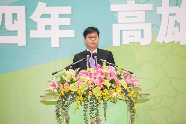 高雄市長陳其邁發表就職演說,他表示,今天市府團隊就要捲起袖子立刻上工、立刻解決問題。(高雄市政府提供)