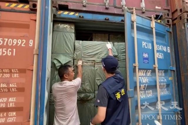海巡查獲13只40呎貨櫃中載運超過1.1萬箱中國籍韓國品牌走私香菸。