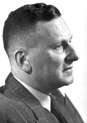 保羅.赫爾曼.穆勒(Paul HermannMüller),1948年得到諾貝爾生理學(或醫學獎)。(維基百科)