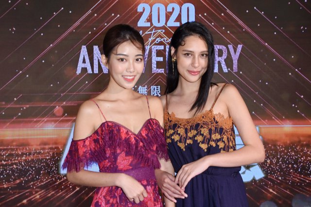 (左起)微風女郎宋蘋恩和佟凱玲。(記者黃宗茂/攝影)