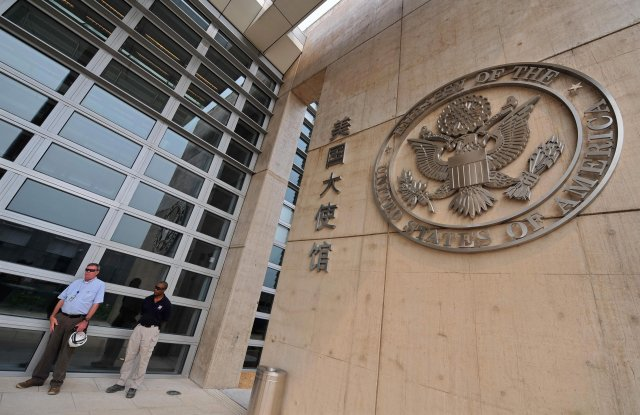 圖為美國駐中國大使館。(TEH ENG KOON/AFP via Getty Images)
