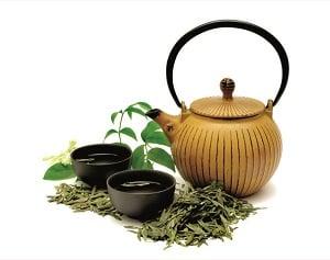 中醫認為茶葉自古有「萬病之藥」的美譽,古籍記載其功效繁多。(Shutterstock)