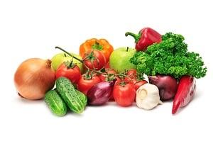 各色蔬菜帶有維生素A、維生素 C、鐵、鈣、植化素等多種營養素;其中的膳食纖維可維持腸道健康,增強對伺機入侵的病菌的抵抗力。(Shutterstock)