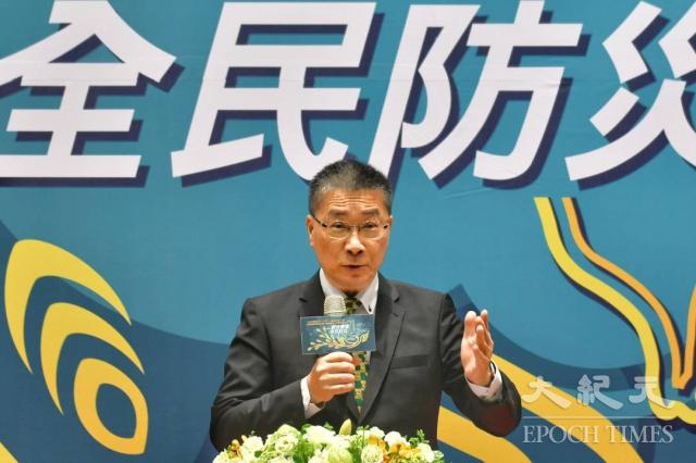 內政部長徐國勇16日出席「防災週」啟動儀式,提醒國人建立正確防災的觀念,並表揚政府及民間防災表現績優單位及人員。