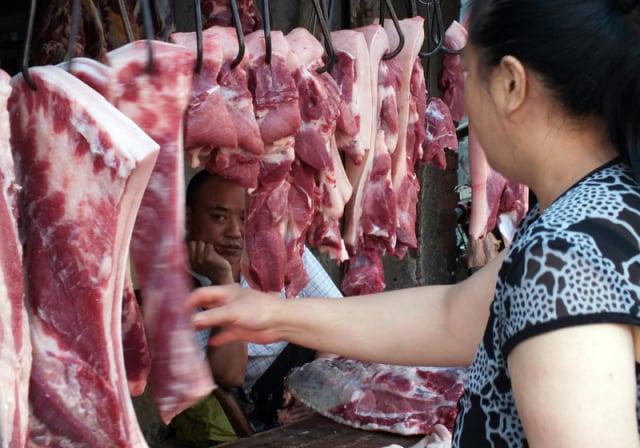 中國豬產業25家上市公司股價近期無一上漲,平均跌幅達17.34%。(AFP)