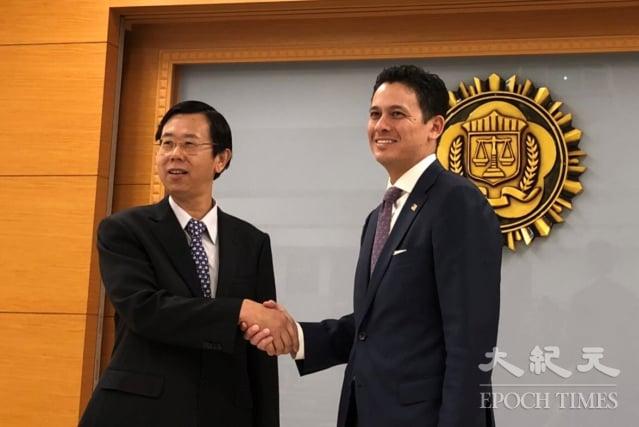 FBI駐臺聯絡官賈智賢(Nicholas Garcia)表示,美國將會持續與可信任的夥伴,特別是臺灣調查局,共同打擊網路犯罪。(調查局提供)