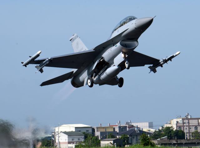圖為我國F-16戰機。( SAM YEH/AFP via Getty Images)