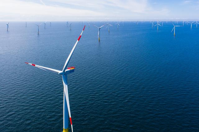 今年1至8月僑外持續投資離岸風電,投資金額為57億1,661萬美元,較去年同期減少12.29%。(中央社)
