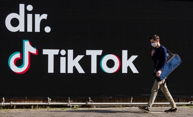 許多美國官員仍對TikTok抱有國安疑慮,因此還沒有同意這項交易案。( JOHN MACDOUGALL/AFP via Getty Images)