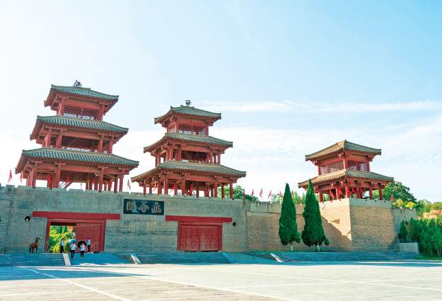 函谷關由秦國所建,中國四大古關口之一。因「 路在谷中,深險如函 」而得名。(Shutterstock)