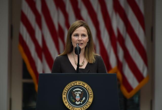 美國總統川普上週六(9月26日)宣布,提名美國第七巡迴上訴法院法官巴瑞特(Amy Coney Barrett)為最高法院的大法官。 (OLIVIER DOULIERY / AFP via Getty Images)